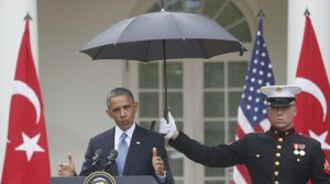 ap_obama_umbrella_130516_wg
